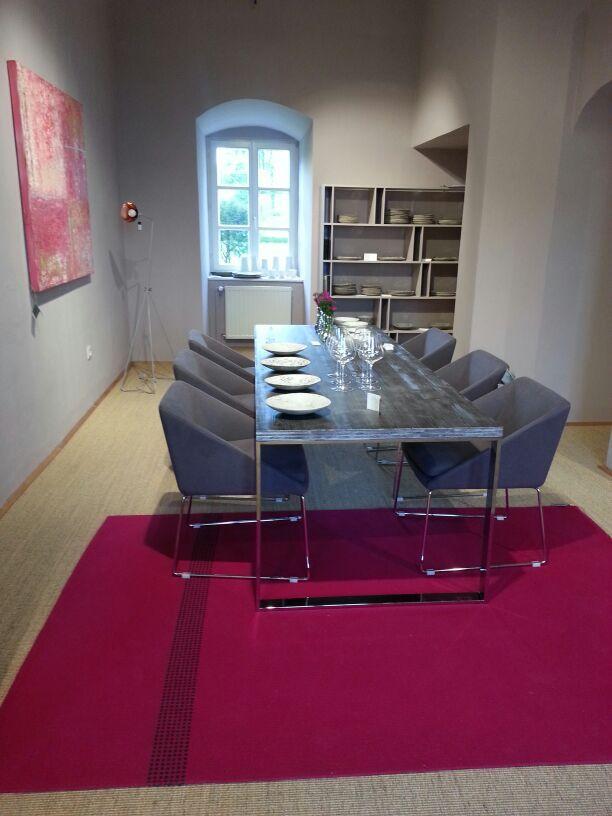 l'elegante tavolo George da Lederleitner Home, presso il castello di Walpersdorf. #table #castle #elegant