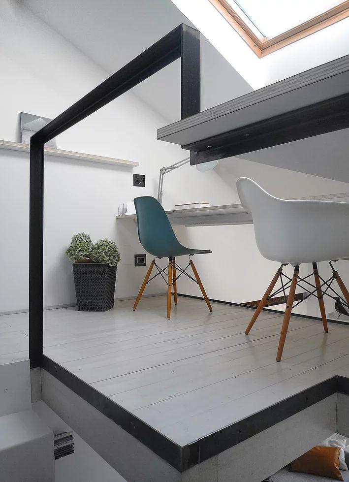 Un piccolo studio dentistico ristrutturato con un recupero di sottotetto. Un loft su due livelli per un giovane professionista a Milano.