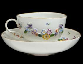 MEISSEN FLORAL DECORATED PORCELAIN TEA CUP & SAUCER