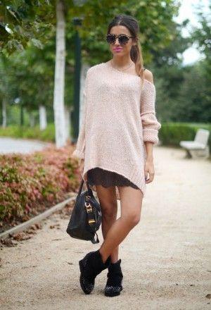 свитер oversize с платьем-комбинацией и марантами