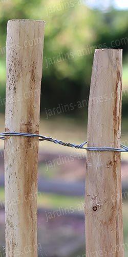 Des ganivelles en bois de chataignier. Cloture élégamment un potager, sépare un jardin d'un voisin... http://fr.jardins-animes.com/ganivelle-cloture-chataignier-p-2092.html
