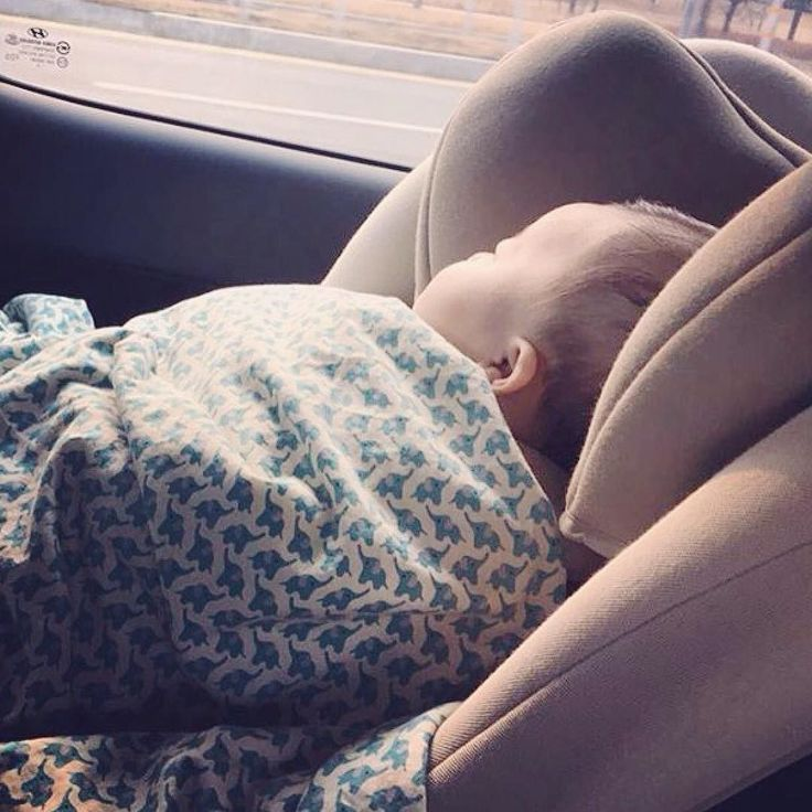 First trip of the year!  #travelsafe #safety #baby #bebe #inthecar #trip #familytrip #travel #commute #kindersitz #CRS #restrainsystem #carwindow #sleep #sleeping #babysleeping #zzz #goodmorning #morning #concord #repost @yunsi