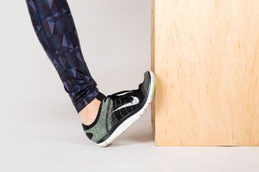APRIL 13, 2015 | BY ERIN KELLY 6 Simple Moves to Eliminate Knee Pain for Good | Wall Calf Stretch @greatist