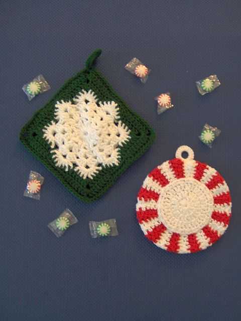 [Free Pattern] This Snowflake Potholder Is Probably The Easiest Square You'll Ever Make - Knit And Crochet Daily