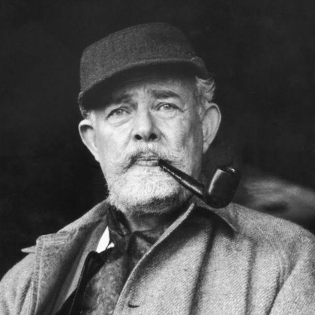 Pireorama ιστορίας και πολιτισμού: Ο θρυλικός συγγραφέας T.H. White των ιστοριών του Αρθούρου και ο Πειραιάς