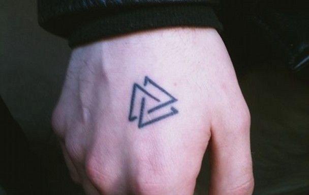 los tres triángulos se trata de la unidad indisoluble de las Tres personas de la Trinidad Universal  como un infinito