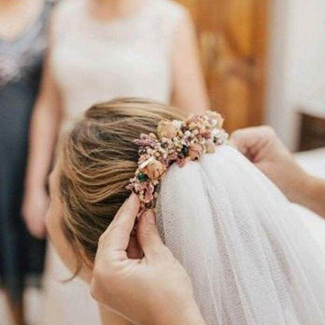 Inauguramos el miércoles con otra #noviatoscana, precioso resultado el de Susana 💍   #BeToscana💚 #Toscanabride    #novias2017   _____________________________  #toscanaTocados #noviastoscana #Love #BeToscana #tocadosnovia #tocadosparanovias #tocados #coronasnovia #novias #weddingtime #weddingstyle #noviasguapas #tocados #tocadospersonalizados #noviasperfectas