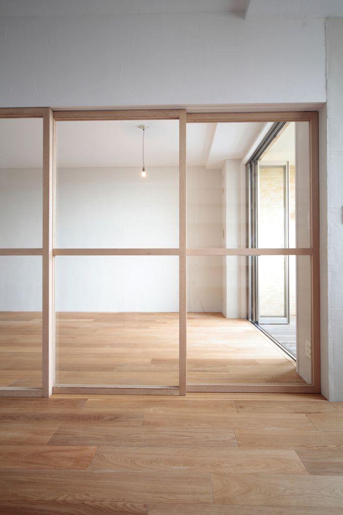 サイズオーダーができるガラス引き戸です。面材は硬いガラスやシナ合板に変更する事もできます。