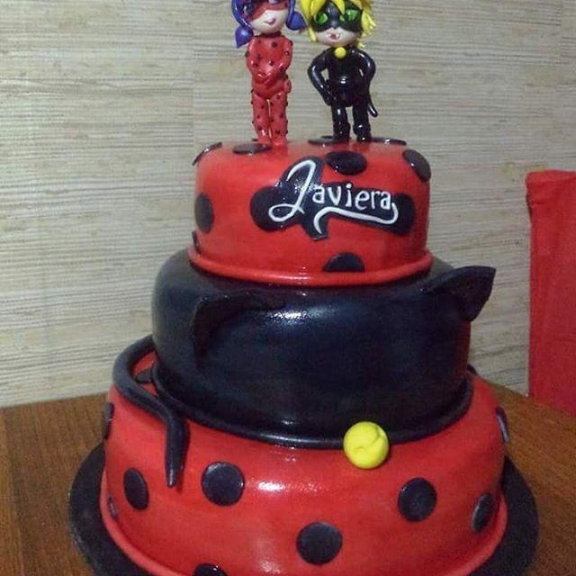 #LadyBug #miraculus #fondant #cake by Volován Productos #instacake #puq #Chile #VolovanProductos #Cakes #Cakestagram #SweetCake