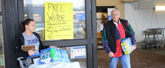 #WestVirginia Chemical Spill: Several Hospitalized, 300,000 Without #Water