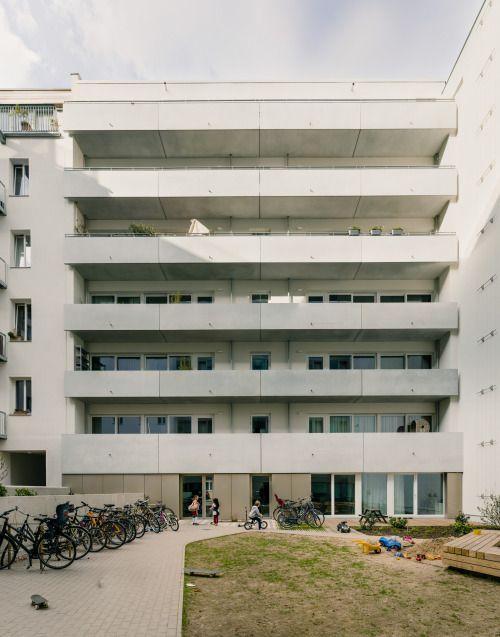 http://www.subtilitas.site/post/124699239089/zanderroth-architekten-christburger-straße-19 Zanderroth Architekten - Christburger Straße 19, Berlin 2010.  Photos © Simon Menges.
