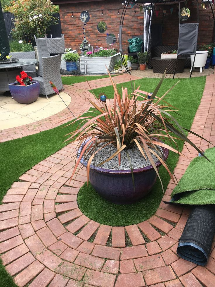 unique garden design using artificial grass