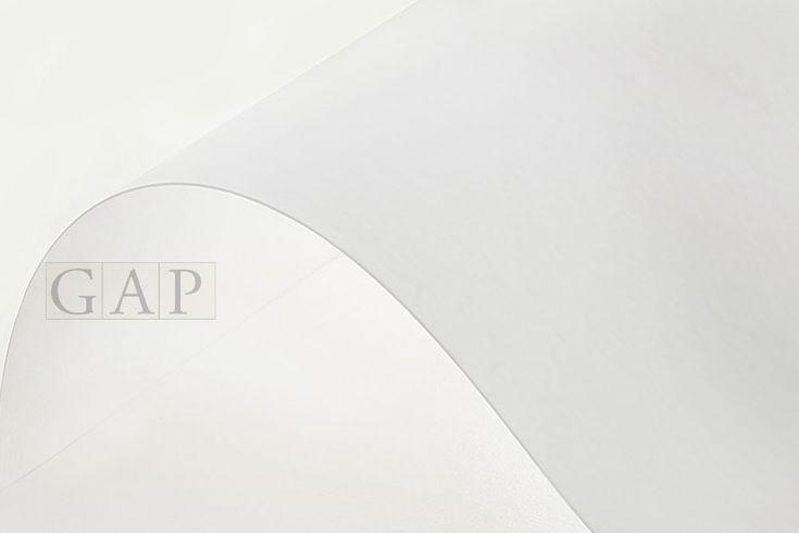 Canson Infinity RAG Photographique es un papel 100% algodón de calidad museo con una superficie ultra lisa y color excepcionalmente blanco para giclée.