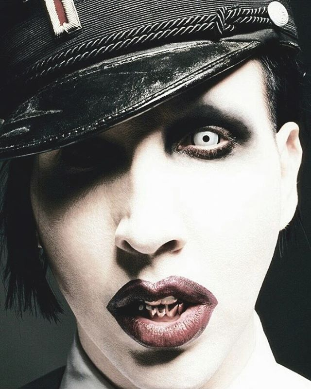 Today I've listened to 3 entire albums of Marilyn Manson while I was cleaning my house and it was magical. 😂✨ -The Golden Age of Grotesque, The Pale Emperor and Born Villain. #MarilynManson #manson  #mansonite #concert #music #art #shock #rock #dark #goth #metal #black #band #smile #antichristsuperstar #mechanicalanimals #holywood #thegoldenageofgrotesque #eatmedrinkme #thehighendoflow #bornvillain #thepaleemperor #show #ditavonteese #freak #alternative @marilynmanson
