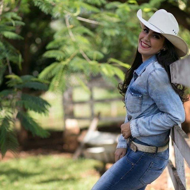 #mulpix Aoooow, mais que um estilo, o country é uma paixão! Foto da nossa parceira @brendavioli #brasilcowboy #bruta #country #countrylife #cowgirl #cowgirlbrasileira #cowgirls #cowgirlup #stylecountry