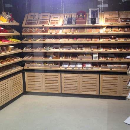 Cave à cigares en bois de cèdre.