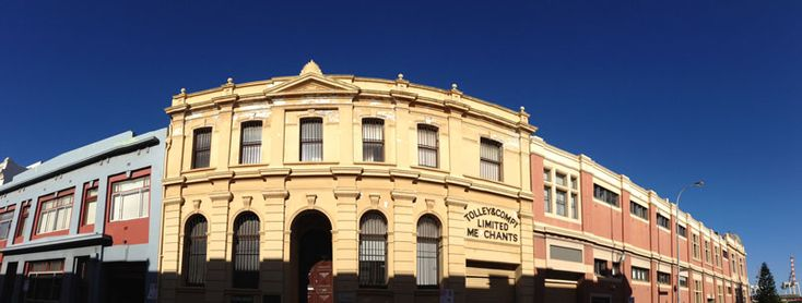 http://www.fremantlewesternaustralia.com.au/fremantle-photographs/fremantle-west-end-pano1.jpg