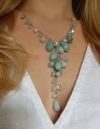 Identifica cuál es el tipo de collar perfecto para cada tipo de escote.