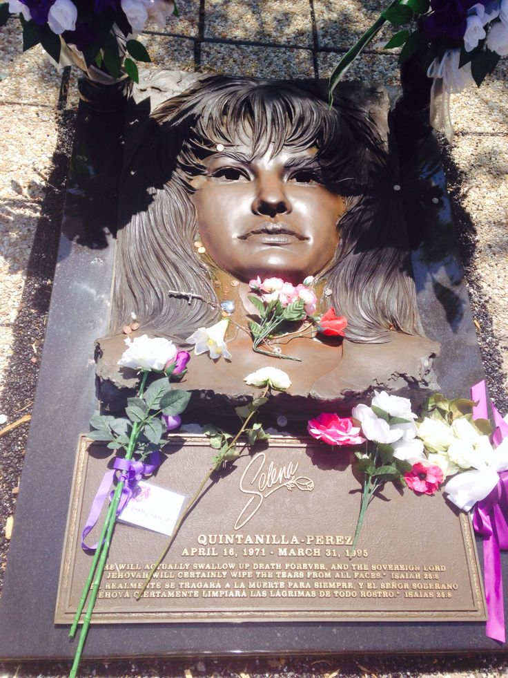 the murder of selena quintanilla perez The victim and her murderer victim selena quintanilla pérez age: 23 the  singer known as the 'queen of tex-mex' was one of latin music's.