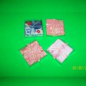 Sapu Tangan Katun - IDR 3000 Kode : 40713005 Kemasan mika dan pita. Bahan sapu tangan dari Katun. Tersedia Berbagai Warna dan Corak. Minimal order 100pcs (mix motif). Harga belum termasuk ongkos kirim.