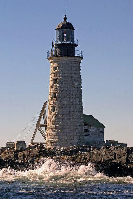 Faro de la roca a mitad de camino - Bahía de Casco, Maine