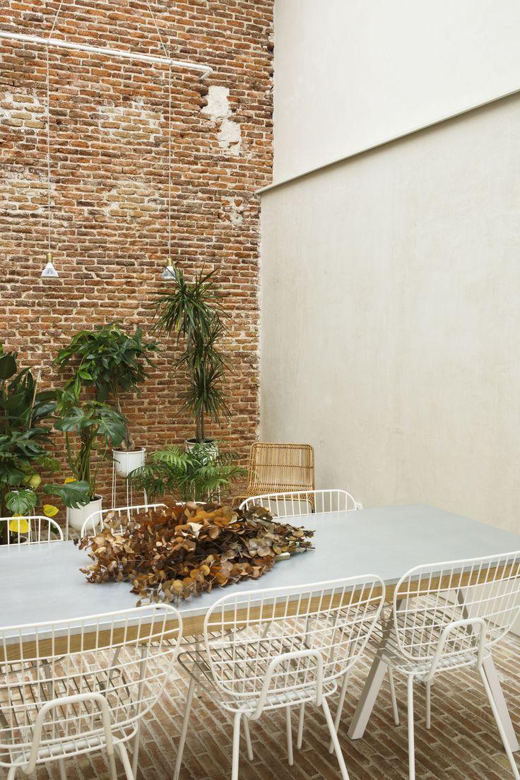 MENU String Dining Chair, MENU Wire Pot x PlanteaStudio https://es.pinterest.com/planteaestudio/