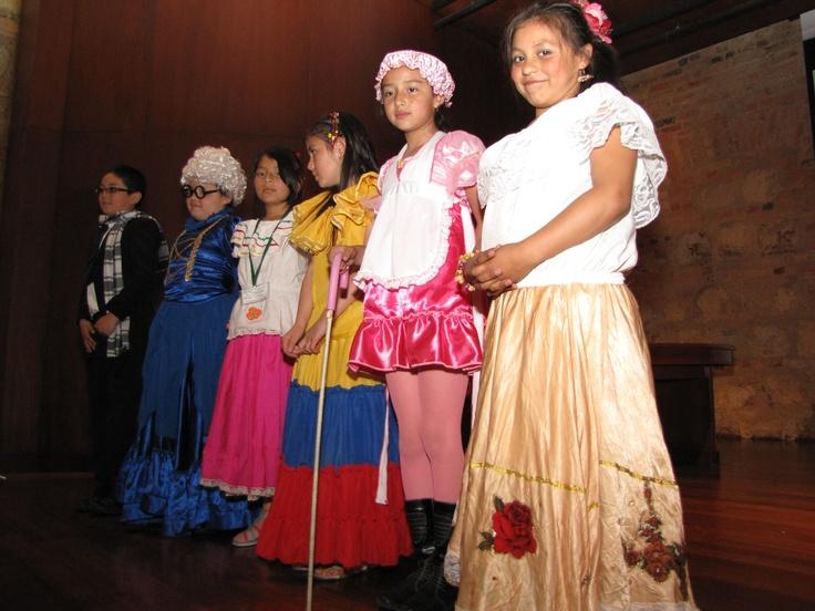 Niñas y niños representando el imaginario de Rafael Pombo.  Crédito Miltón Ramírez @FOTOMILTON/ MinCultura 2012