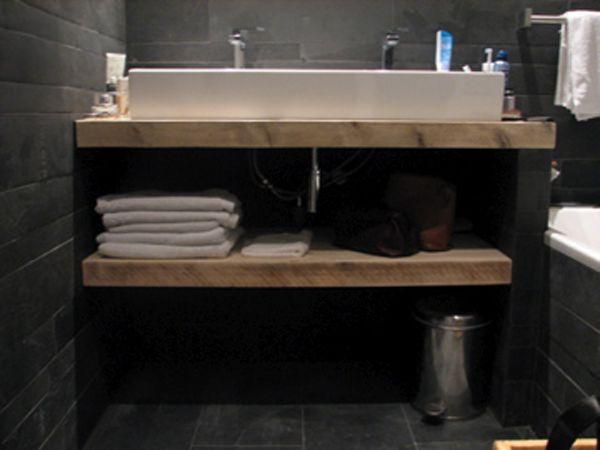 Steigerhouten planken in verstek voor badkamer. Vervaardigd door www.steigerhoutenzo.com