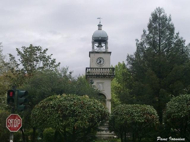 Το ρολόι στην κάτω πλατεία στα Ιωάννινα