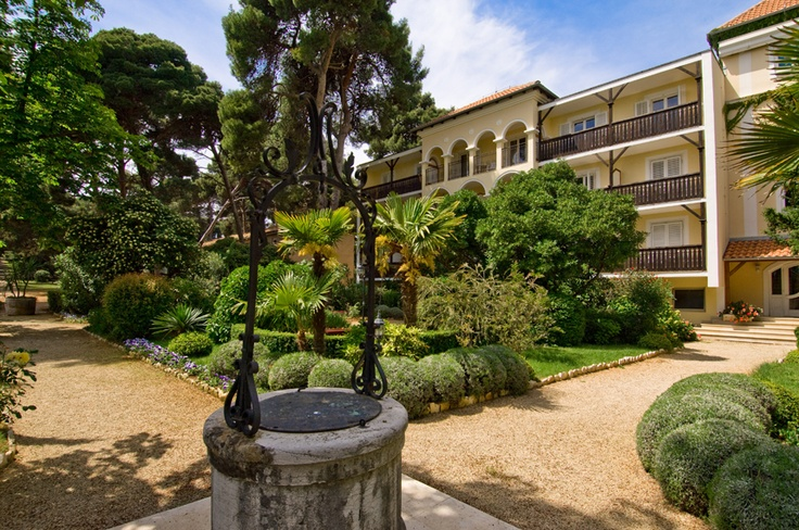 Hotel Katarina in Rovinj offers 110 rooms and 10 suites in the main building and annex. The hotel is located on the island of St. Catherine opposite Rovinj.