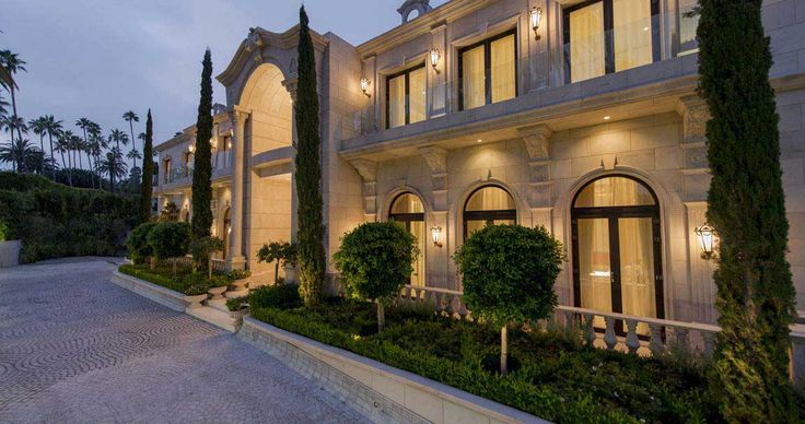 The Crescent Palace: One of my favorite houses on Sunset