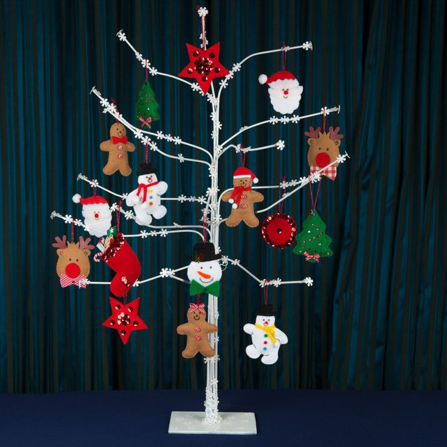 Christmas Tree With 16 Assorted Felt Decorations