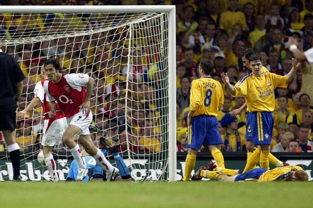 ROBERT PIRES SCORES FOR ARSENAL - FA CUP FINAL 2003 - ARSENAL FC V SOUTHAMPTON FC.