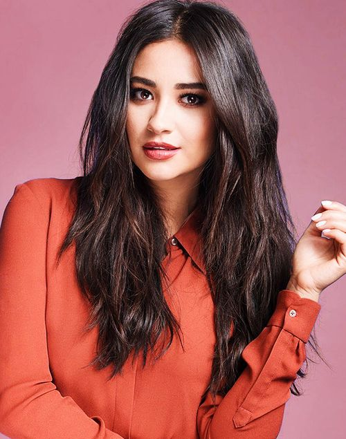 Imagem de shay mitchell, pretty little liars, and emily fields