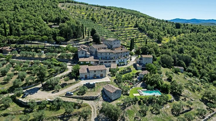 Check availability and booking methods of the agriturismo Monteraponi. Monteraponi Room only offers apartments and rooms in Radda in Chianti near to Siena.