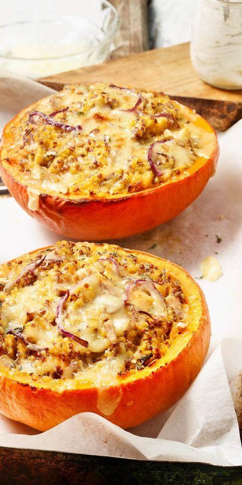 Mit Kürbis kannst du viele tolle Sachen zubereiten. Wie wäre es mit einem Kürbis gefüllt mit Quinoa? Probiere es aus und überzeuge dich von unserem Rezept.