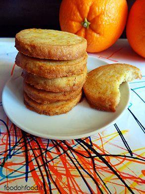 Biscotti al burro senza uova. Molto aromatici con un distinto odore di arancia.