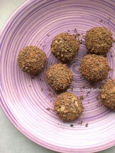 Αν αυτά τα Χριστούγεννα δεν έφτιαχνα σοκολατένιες τρούφες, κάτι δεν θα μου πήγαινε καλά. Δεν θα είχα το αγαπημένο μου γλυκάκι, για να δωρίσ...