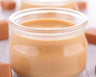Mousse légère au caramel au beurre salé : http://www.fourchette-et-bikini.fr/recettes/recettes-minceur/mousse-legere-au-caramel-au-beurre-sale.html