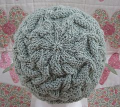 Stairsteps stitch knitted hat. Simple but effective design. Free pattern.
