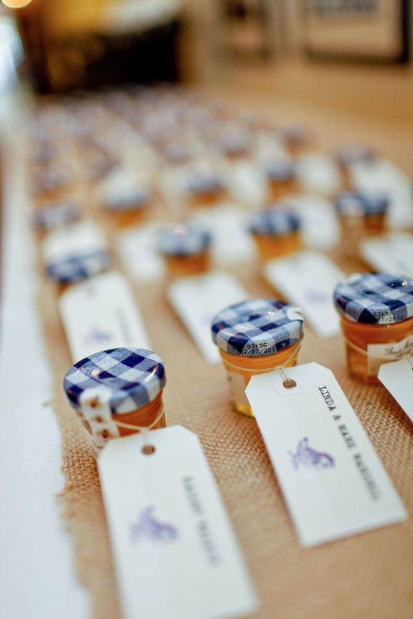 AliX&AleX se marient avec Constance. (Constance Fournier - Robe de mariée) #décoration #présent #mariage #confiture #pot