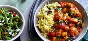 Balti chicken with spinach and tomatoes