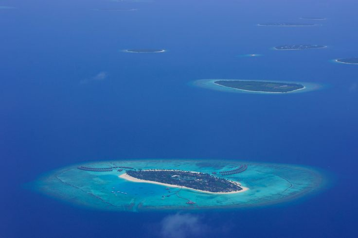 Flying past luxe resorts | Maldives
