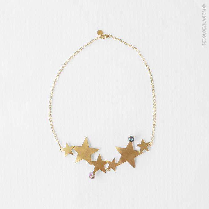 GARGANTILLA ESTRELLAS SWAROVSKI  #Estrellas de latón bañadas en oro adornadas por cristal de #Swarovski. Cadena de plata bañada en #oro de 24k. Ref_058  #isesoldevilajoyas #joyas #collar #diseño #hechoamano #artesañal #diseñosunicos #diseñosamedida