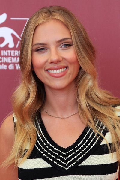 """Most celebrities get pricey facial and laser treatment before hitting the red carpet, but Scarlett Johansson told French Elle, """"I use lemon juice diluted with water instead of toner to make my skin glow and reduce marks. It's perfect for the days before a red carpet appearance.""""  Read more: http://www.dailymakeover.com/trends/skin/celebrities-frugal-beauty-tips/#ixzz3BYVsCt3R"""