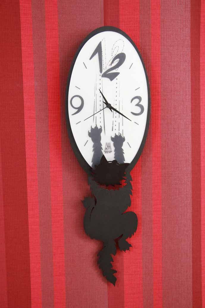 Reloj modelo CRAZY TOMMY Negro Original reloj de pared en el que se aprecian los arañazos de este simpático gatito que intenta llegar hasta arriba. Se fabrica en color gris, marengo, blanco y negro.