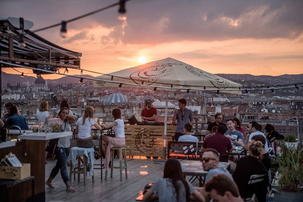 CITY GUIDE - BUDAPEST, 360 rooftop bar, cocktails.