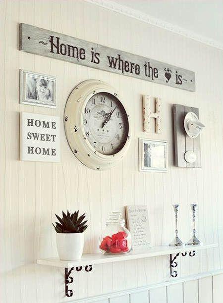 ¿Esa pared tonta? Añádele un reloj vintage, un mensaje, una letra de madera, una repisa y una planta, ¡y verás qué diferencia! #DecorarLaCocina