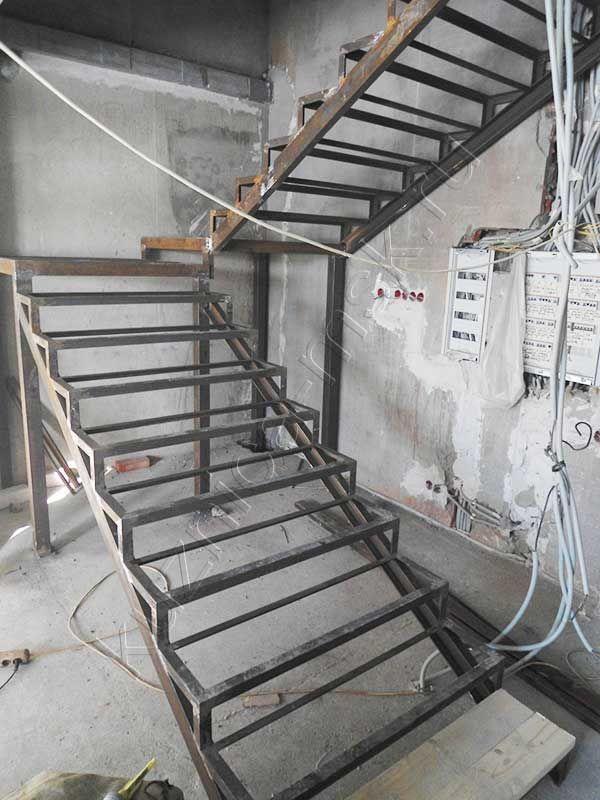 M s de 25 ideas incre bles sobre escaleras de acero en for Escaleras de madera sencillas
