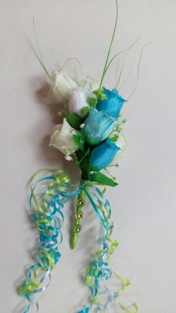 Throw away bouquet in blues and greens